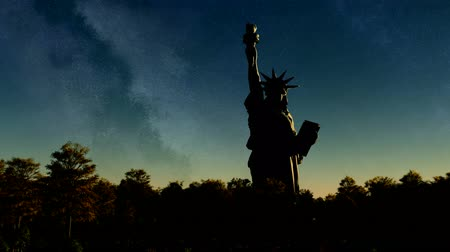 vlastenectví : Liberty statue at sunset to night sky Dostupné videozáznamy