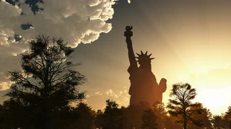 июль : Statue of Liberty on the background of sunset and cloudy sky Стоковые видеозаписи