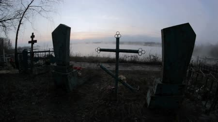 temető : creepy cemetery monument in a fog