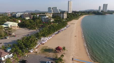 street market, street cafes by the coast of Pattaya, Thailand. Stok Video