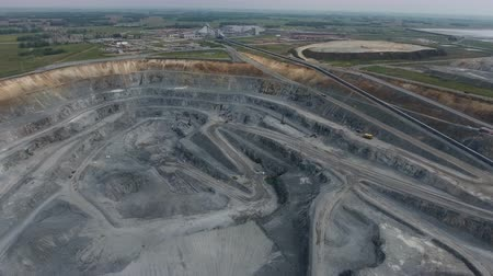 wysypisko śmieci : Aerial view of open pit copper ore in Russia