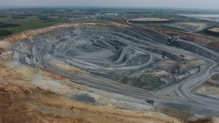 медь : Aerial view of open pit copper ore in Russia