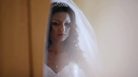 casamento : Fiancee looks in a mirror, remedies a dress. Four different plans Stock Footage