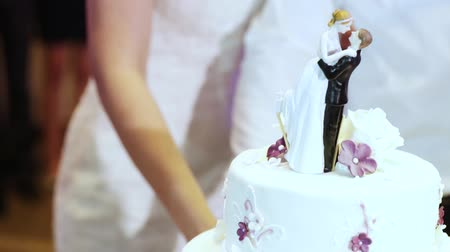 wedding cake : Cutting and folding plates on the wedding cake Stock Footage