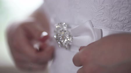 koronka : Beautiful bride adjusts his belt wedding dress Wideo