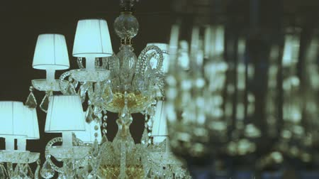 żyrandol : Focus to a luxurious crystal lamps on the wine glasses Wideo
