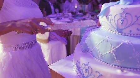 setting : Couple splits light blue wedding cake