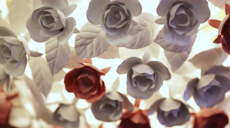 żyrandol : Beautiful decorative chandelier made of artificial roses