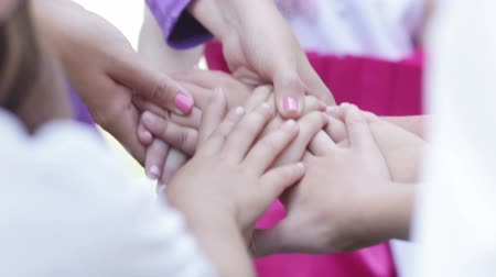 birlik : Hand of little girl in her hands educator at childrens party Stok Video