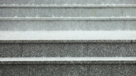 rachotit : Rain on granite steps