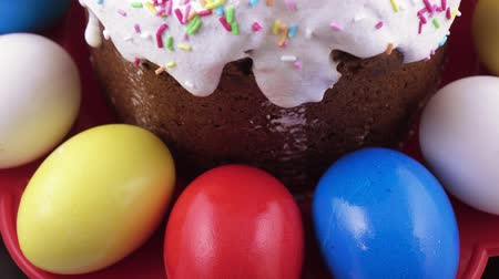 pasque : Easter cake and painted eggs