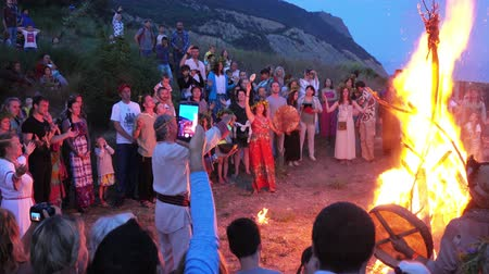 pelo largo : Fiesta de Ivan Kupala Archivo de Video