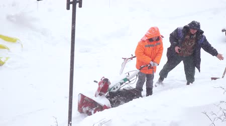hófúvás : Snow cleaning with snow removal machine