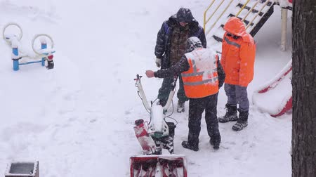 лопата : Repair of the snow-removing machine
