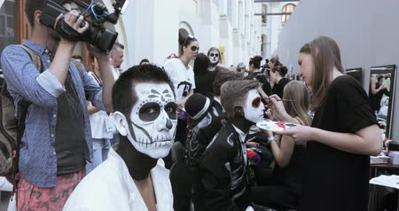 aztecs : Drawing a makeup of the dead or the skull