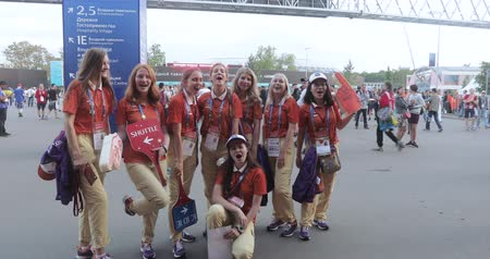 rusya : Volunteers in front of football