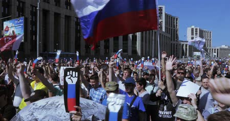 oposição : The protesters are chanting Russia without Putin