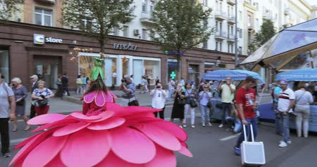 tverskaya : Dancers on stilts in suits of colorful large flowers