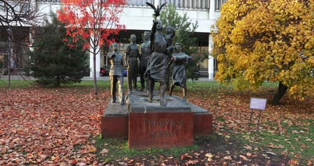 коммунизм : Monument to Soviet people in park Стоковые видеозаписи