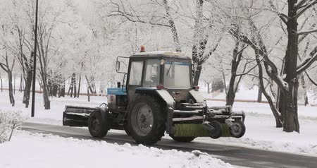 polana : Snow cleaning tractor Wideo