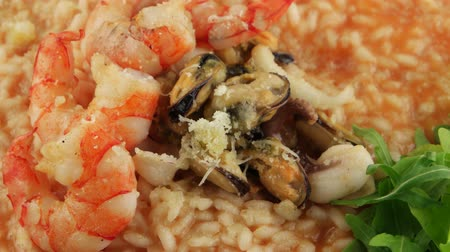 krewetki : Cooked plate of rice (risotto) with seafood (loop)