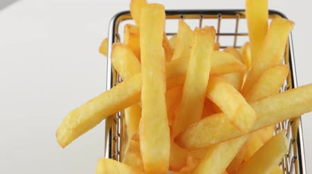 frites : French fries in a small iron frying basket, rotates
