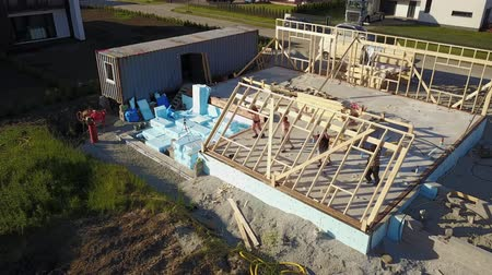 обрамление : AERIAL VIEW OF BUILDING TIMBER FRAME HOUSE Стоковые видеозаписи