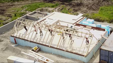 canteiro de obras : Aerial view of building timber frame house Vídeos
