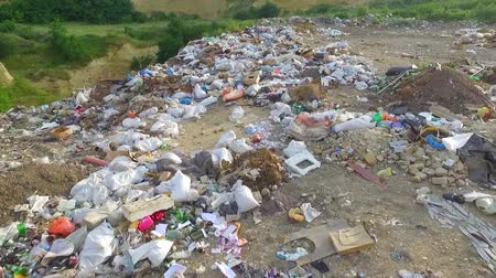 lixo : AERIAL VIEW. The camera moves over the garbage dump. Outside the city, not far from the road are not conscious citizens illegally dumped garbage. Poor performance of municipalities. Stock Footage