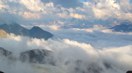 alpy : Clouds in high mountains