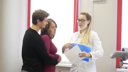 Young female gynecologist talks with the couple Dostupné videozáznamy