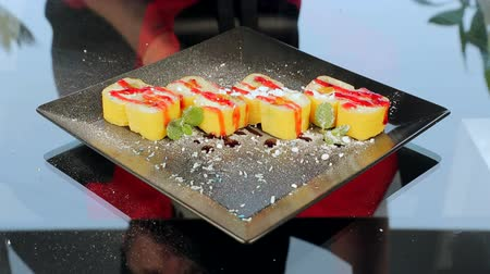 cutting mat : Sushi on a black plate decorated with roses in Ginger