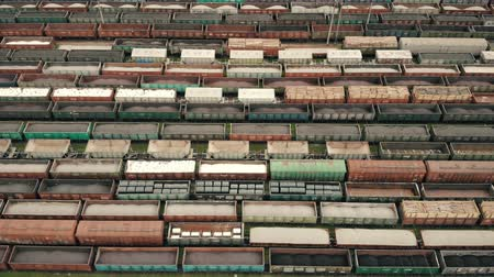 recipiente : Aerial Flight over freight wagons. Colored freight wagons at the unloading and loading freight wagon station. Logistics
