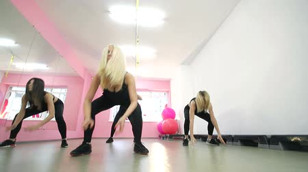 aerobic : A group of cute girls, performs fitness fitness aerobics exercises. Jump uphill.