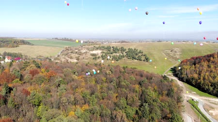 spousta : Colorful helium balloons fly into the sky. Aerial view.