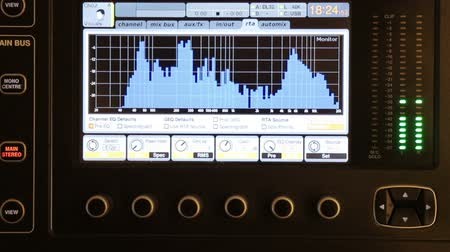 gravador : Display of DJ mixing console. Sound impulses show a diagram of sound peaks. Observation of high-quality sound