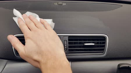 garagedeur : The mans hand cleans the cars car from the dust using a damp cloth. Car cleaning