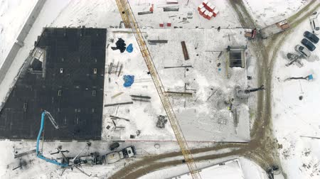alapítvány : Aerial Work of a building crane, a view from above. Cement filling with a special crane. Winter construction