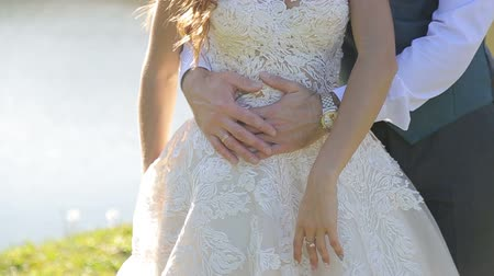 nevěsta : The bridegroom embraces the brides tummy. The pregnant bride along with the groom strokes the tummy.