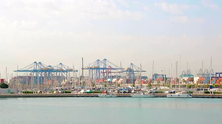 gümrük : The large cargo port of Valencia from afar. Morning in the port, look into the distance.