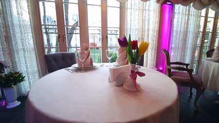 settings : beautifully decorated Banquet table in an expensive restaurant. Flowers Tulips as a beautiful table decoration in the restaurant