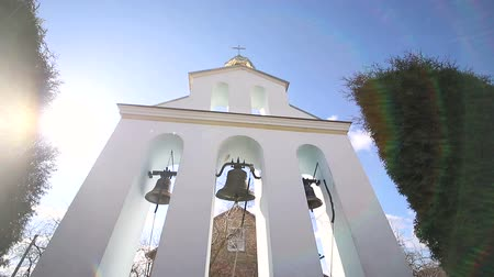 エーゲ : Church bells on a Sunny day in a strong wind. The wind shakes the trees near the bell tower and Sonechka shines in the cell near the Church bells
