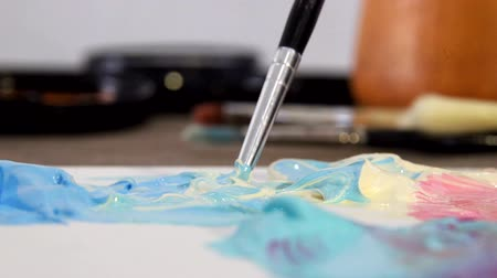 dozen : Artist mixes the paint on the Board