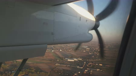 lapát : Look at the propellers of the aircraft in flight through the passenger window