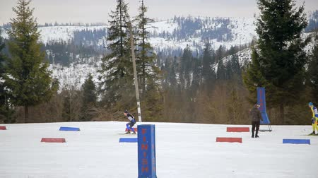 narciarz : Athletes students will start in turn in the race biathlon. Local competitions.
