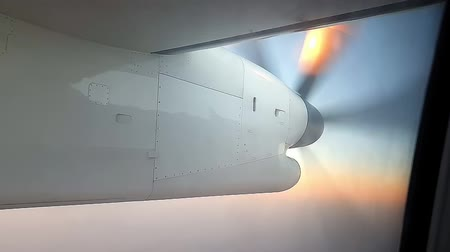 кучево дождевые облака : Look at the propellers of the aircraft in flight through the passenger window
