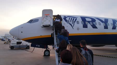 tarmac : WARSAW. POLAND. May 21, 2019 Ryanair plane is being boarded. Passengers climb the ladder and enter the plane Stock Footage