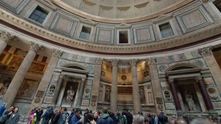 mitologia : ROME. ITALY. May 21, 2019 Many tourists in the middle of the Pantheon Church in Rome.A popular tourist destination and a monument of architecture.
