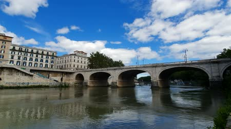 Řím : Bridge over the Tiber river Rome, Italy.