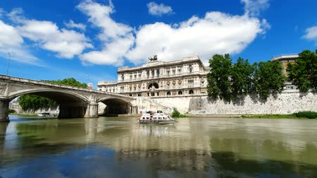 Řím : ROME. ITALY. May 21, 2019 tourist boat sailing on the Tiber river on the background of the Supreme court of Italy